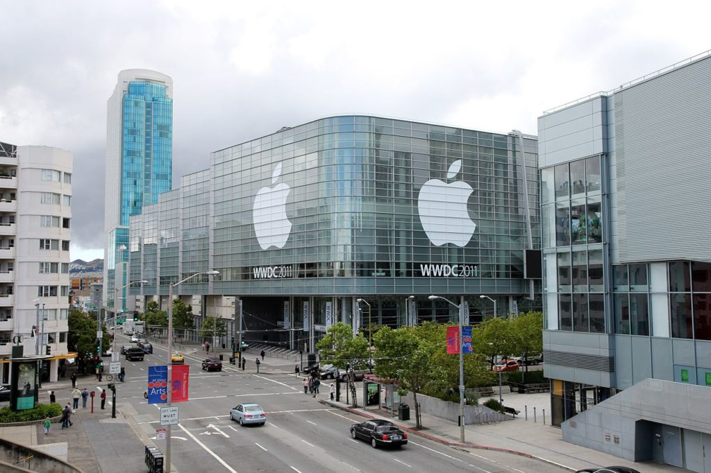 Apple 1280px-WWDC_2011_Moscone_West_Exterior